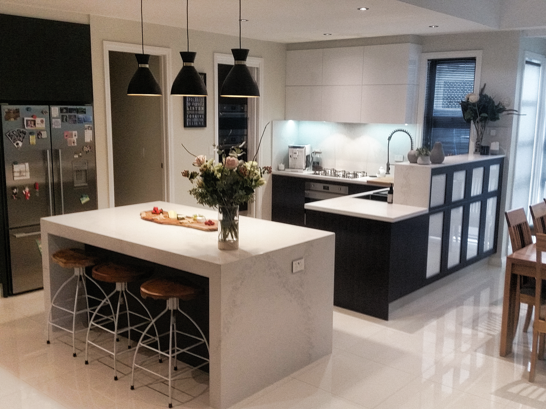 Contemporary kitchen, Modern kitchen, Classic black and white kitchen, Beautiful and fully functional kitchen, Handleless kitchen